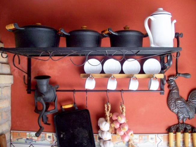 Panelas de ferro!Para decorar a cozinha ou usar no fogão á lenha!!Um charme aprovado por todos nós brasileiros!!!