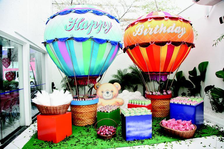 O Tema dessa festa foi piquinique, como os pais  queriam algo pouco convencional e bem colorido, optou-se pelo tema !