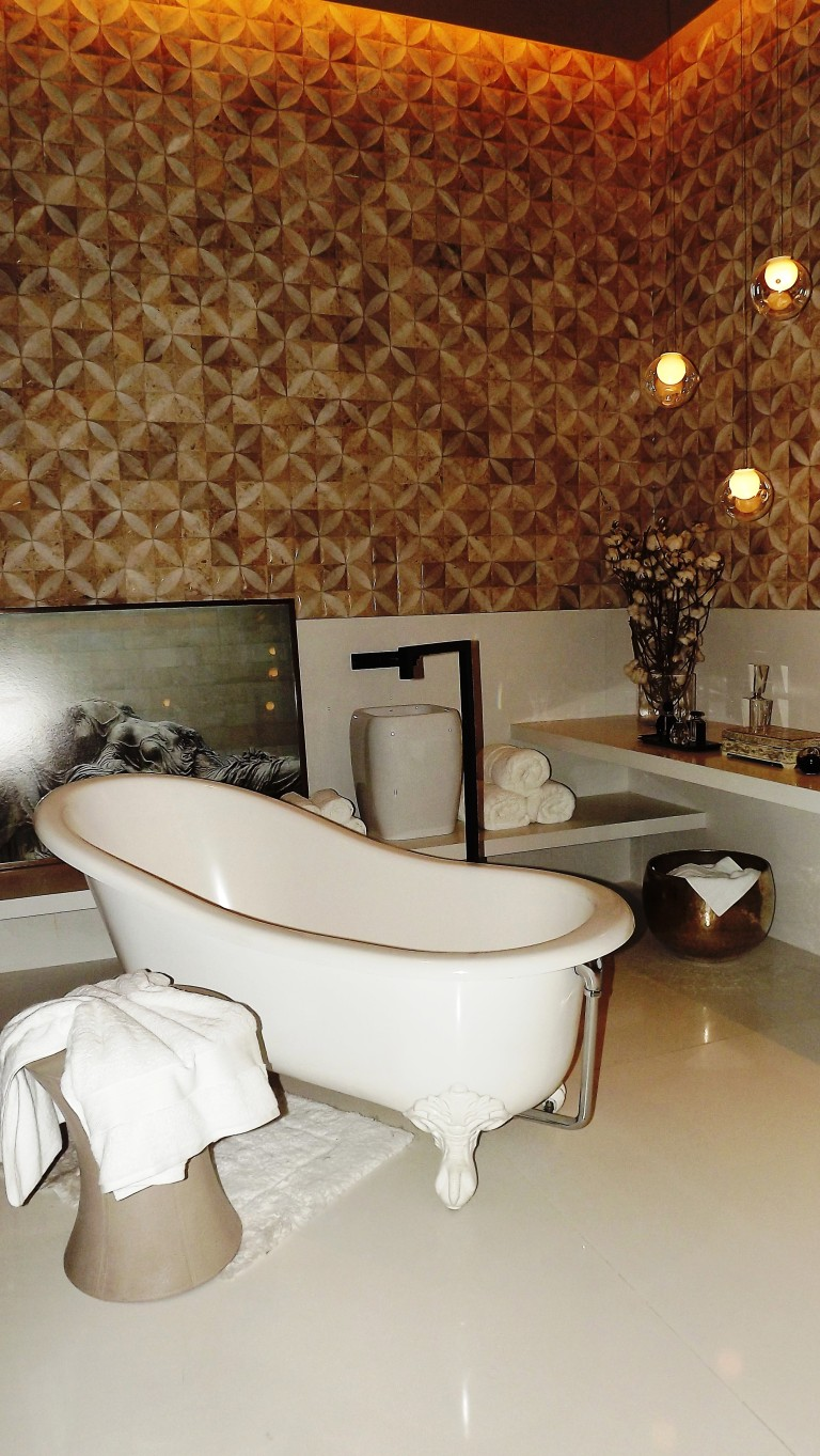 Adorei o revestimento e o layout dessa sala de banho!