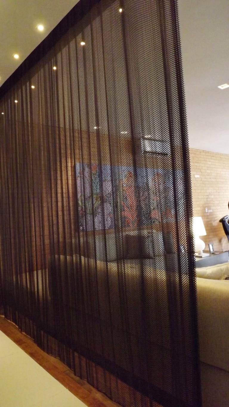 """Com o conceito de """"casa inteligente"""", Jóia Bergamo não apostou apenas na estética, projetando uma casa totalmente automatizada e alinhada com as novas necessidades que o mundo de hoje solicita. Destaque em outros ambientes, a cortina de malha de aço foi muito elogiada!!"""