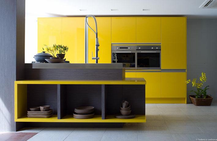 Linda essa cozinha amarela da Florense