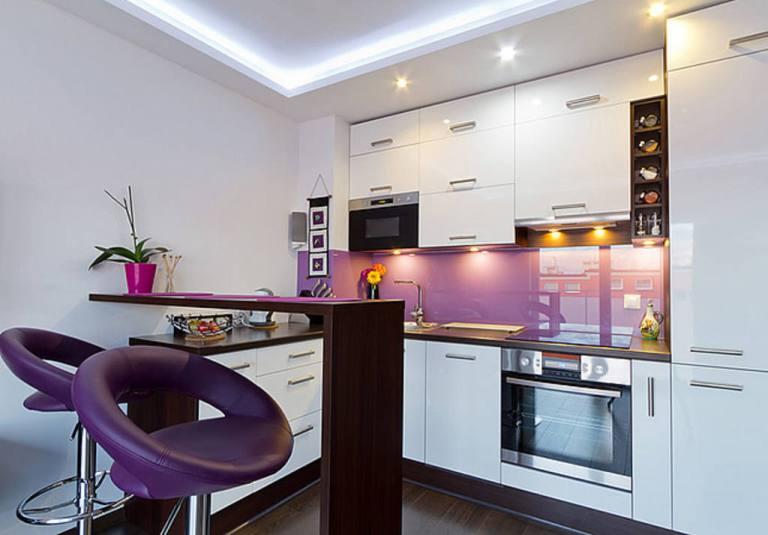 As cozinhas pequeninas ficam ainda mais charmosas com uma cor para alegrar e destacar!!!