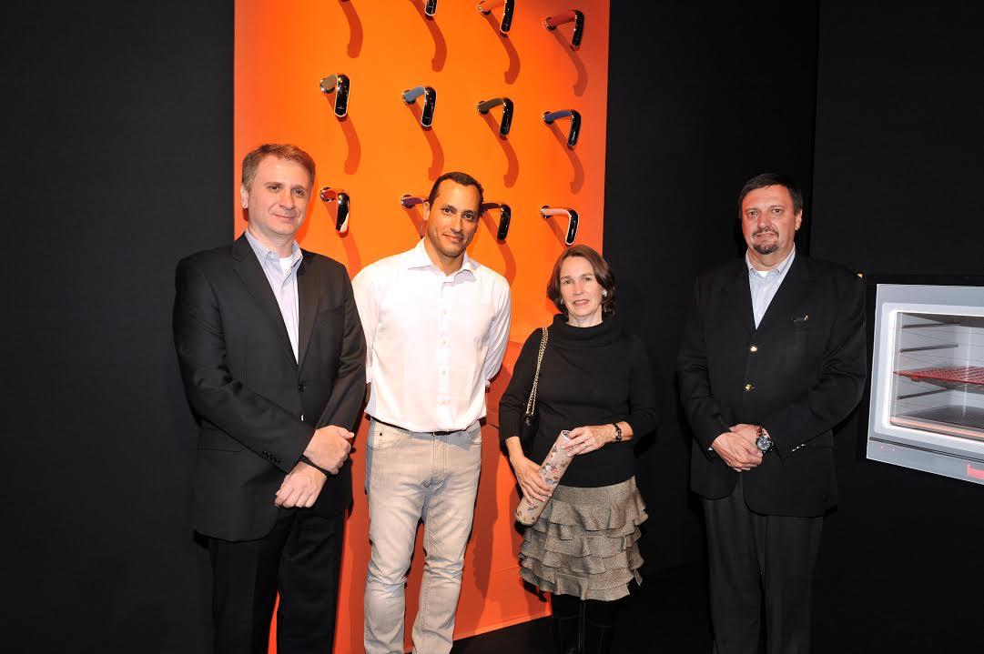 Da esquerda para a direita o presidente da Fabrimar Fernando Duchese, o designer, Guto Índio da Costa, a gerente de marketing, Diana Servera e o diretor comercial, José Fernando!!!