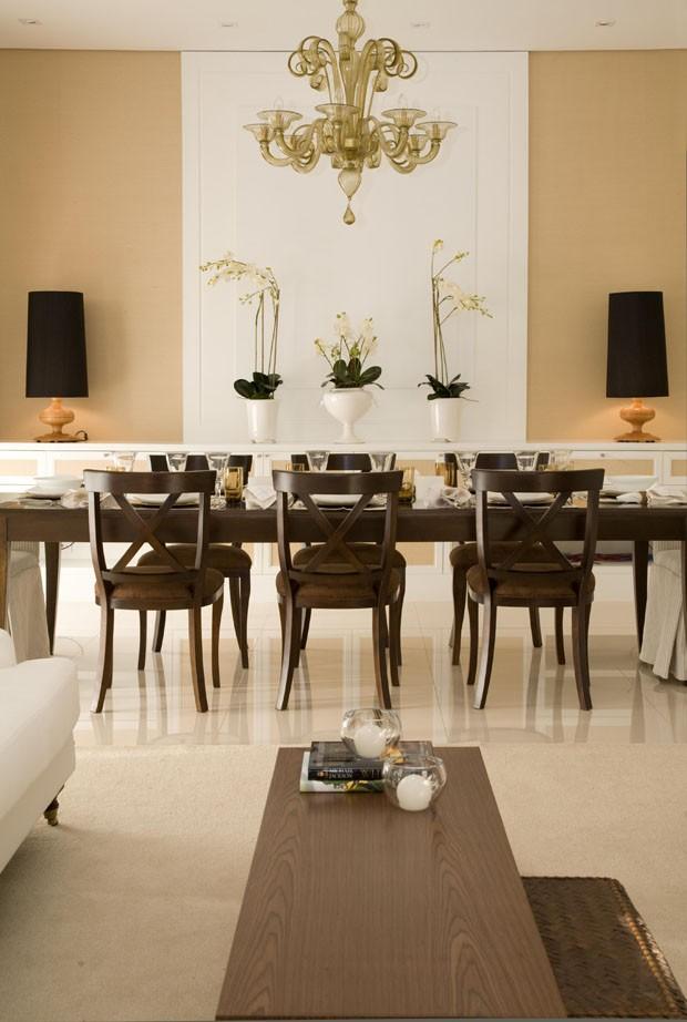 sala-de-jantar-mesa-cadeiras-iluminação