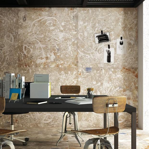 A Fondovalle apostou  na sofisticação de pisos cerâmicos elevados à categoria de obras de arte. Muitos deles artesanais, com design e combinações que remetem à pintura, o efeito impressiona - seja no piso ou na parede.