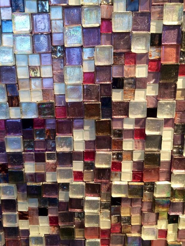 Sicis apresentou a coleção Structura, composta de pastilhas de vidro de diferentes espessuras, formatos e materiais!
