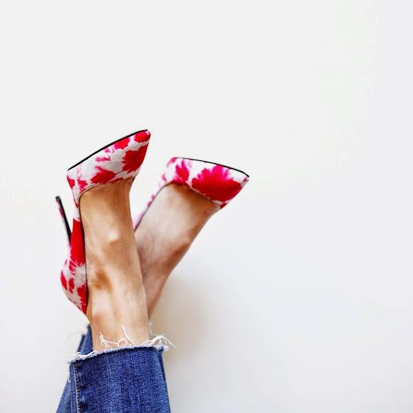 Lindosss e queridos!!Sapatos com detalhes em vermelho!! Elyse Walker