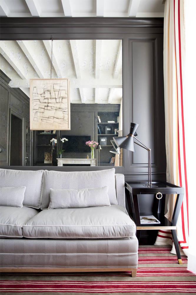 Hoje os tapetes listrados e geométricos estão em alta!! Você pode encontrar na: http://casabonitainteriores.com/ / http://www.saintgermaintapetes.com.br/ http://attuali.com.br/ http://www.tabriz.com.br/index.php
