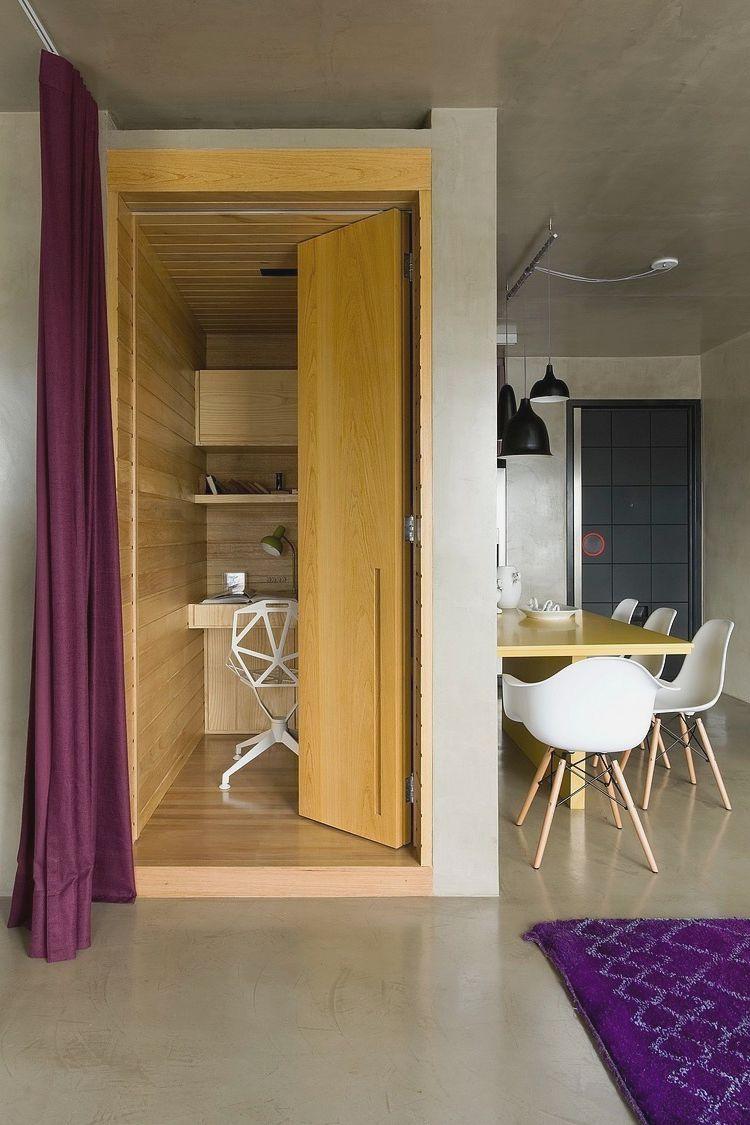 Localizado em São Paulo, este Loft com projeto do arquiteto Diego Revollo, trouxe inovação e conforto para o morador. Cores em destaque e uma base de cimento queimado que cobre paredes e tetos o empreendimento é perfeito para viver em grandes centros urbanos.