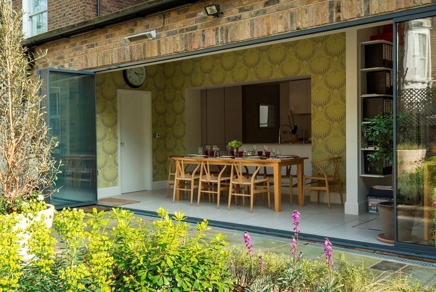A liberdade de ter um lar com as portas abertas para áreas verdes é muito relaxante.