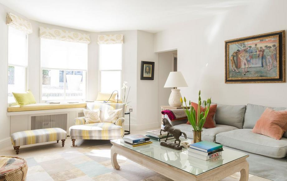 Reforme as poltrona com tecidos estampados e capriche na quantidade de almofadas, elas deixam qualquer ambiente descontraído.